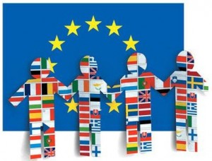 logo de la ville euro-citoyenne, représentant des enfants stylisés sur fond de draprau européen.