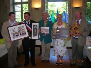 Echange de cadeaux entre maires des 2 villes et entre les présidents des comités de jumelage.