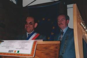 signature de la charte du jumelage à Carhaix.