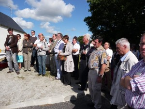 """Elus, membres du comité de jumelage et riverains assistent à l'inauguration de la """"rue d'Irlande"""""""
